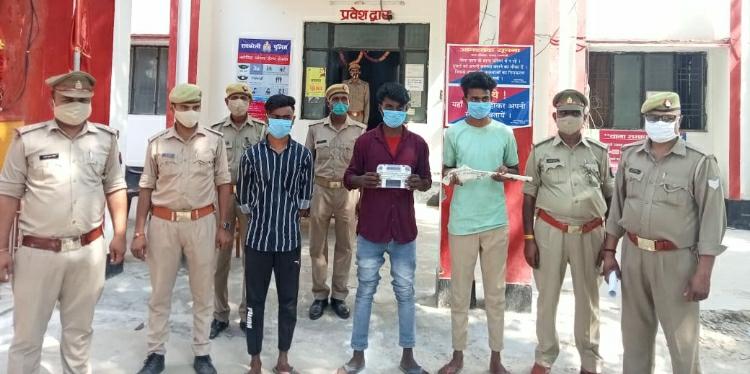 छिनैती की घटना के वांछित 3 आरोपी अवैध शस्त्र कारतूस के साथ ऊँचाहार पुलिस ने किया गिरफ्तार